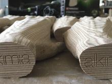 Manos de madera tallada en 3D para Restaurant Alkimia, Barcelona.